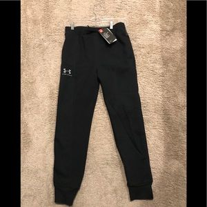 Boys Under Armour  joggers in youth Large